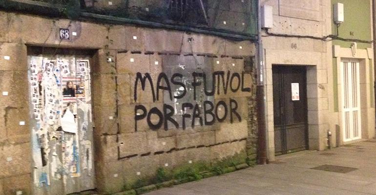 Banksy reivindica las pintadas 'Más futvol por fabor'