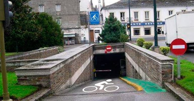 El Ayuntamiento confirma que las plazas de los aparcamientos subterráneos fueron diseñadas para el ancho de una bicicleta