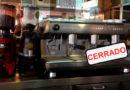 Los bares de la Plaza Mayor se ven obligados a dejar de servir café de 9 a 12 por las restricciones de agua ante la sequía