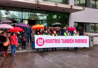 Un error de imprenta cambia los carteles de 'Nosotros también paramos' a 'Nosotros también parimos' a hombres solidarizados con el 8M