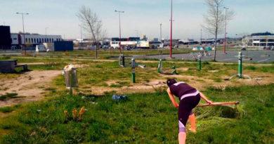 Los parques biosaludables de As Gándaras incluyen ya ejercicios de siega con guadaña