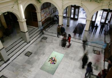 La Xunta estudiará trasladar los restos de Franco al IES Lucus Augusti tras destapar el escudo franquista de su fachada