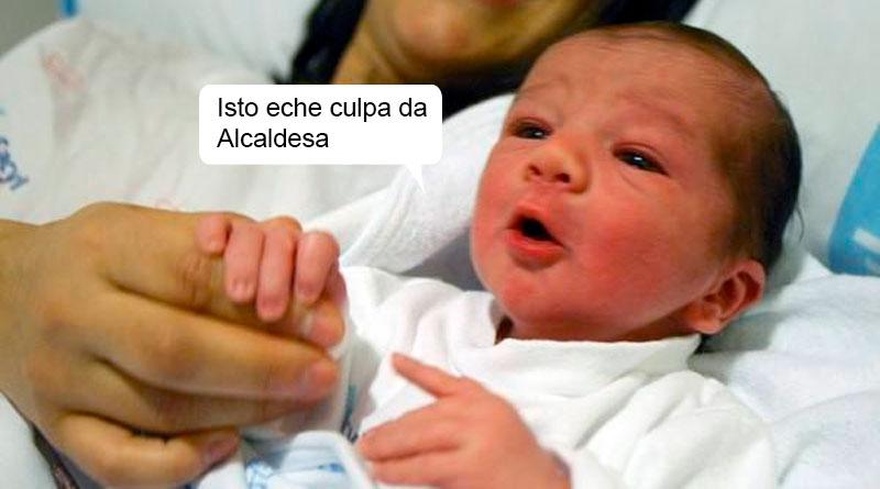 El primer niño nacido en Lugo en 2020 ya culpa a Lara Méndez del retraso en su parto
