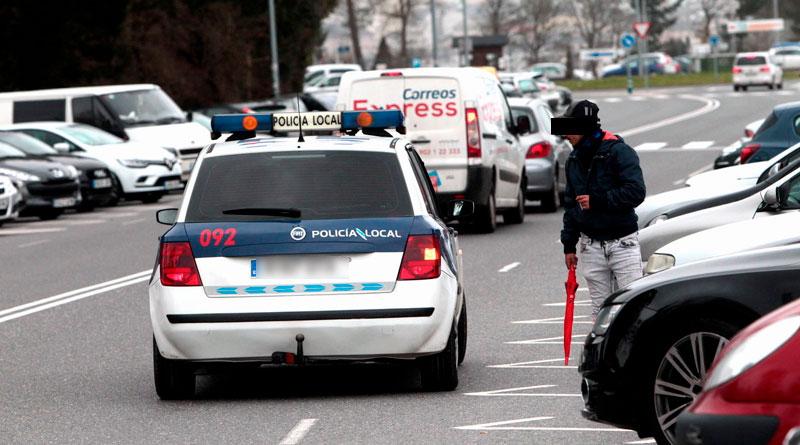 Cuatro de los cinco gorrillas identificados por la policía en el HULA, tienen contrato de aparcacoches con el Ayuntamiento