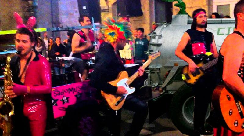'Festicultores' cierra un abarrotado San Froilán abriendo una cisterna de purín entre el público