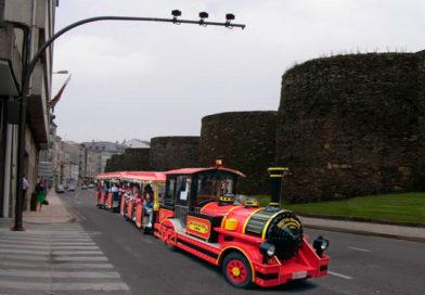 El tren navideño que recorre las calles de Lugo es ya el tren más rápido de toda la provincia