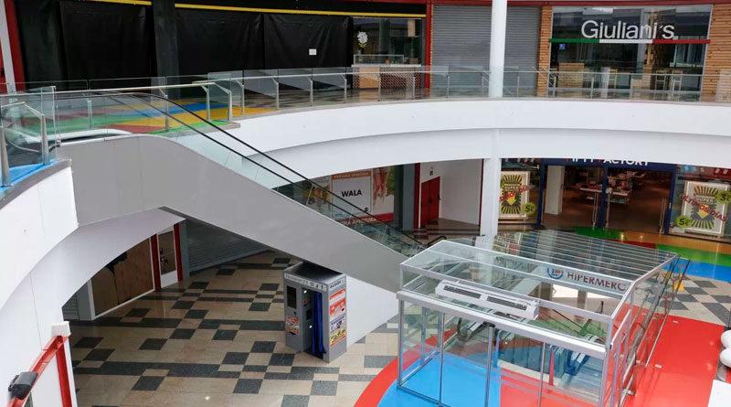Impactantes imágenes del Centro Comercial Abella completamente vacío por la cuarentena