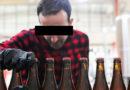 Detienen a un vecino de A Piringalla por fabricar cerveza en su casa durante el confinamiento, pero lo absuelven al demostrarse que era Cruzcampo