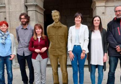 El BNG propone colocar otra estatua de Arroxo frente al Ayuntamiento
