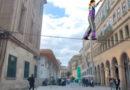 El cable eléctrico que cruza Quiroga Ballesteros servirá en un futuro para actuaciones de equilibristas