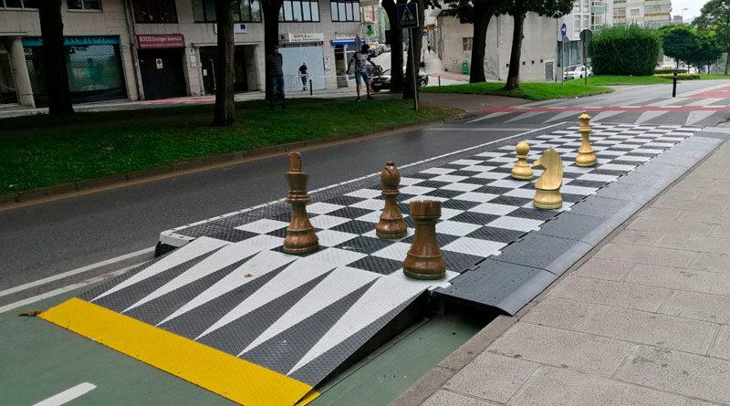 Lugo contará con 11 tableros gigantes de ajedrez en paradas de bus para amenizar la espera de los usuarios